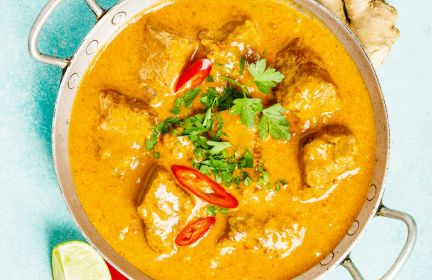 Curry z kurczaka z selerem i jarmużem