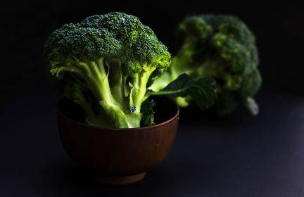 Brokuły z migdałami i dressingiem